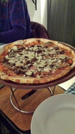 Republik Restaurant & Bar : A pizza