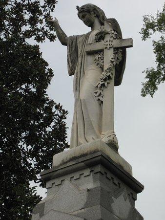 Oakland Cemetery: Grave Statue