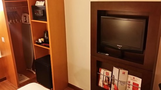 Ibis Singapore on Bencoolen: tv