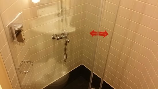 Ibis Singapore on Bencoolen: shower