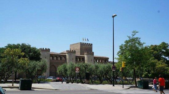 Palacio de la Aljafería: Вид со входа