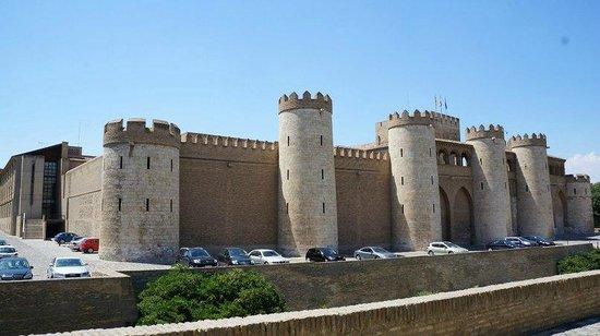 Palacio de la Aljafería: сбоку