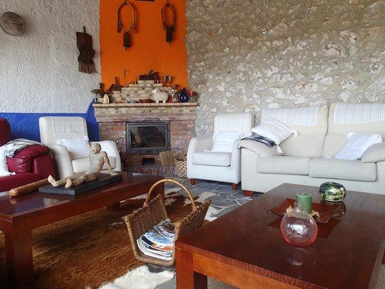 Hotel Rural Cuartamenteru: Hotel lounge
