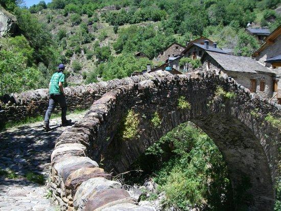 Hotel Marxant: Pont del cami vell de Boavi, al lado del hotel