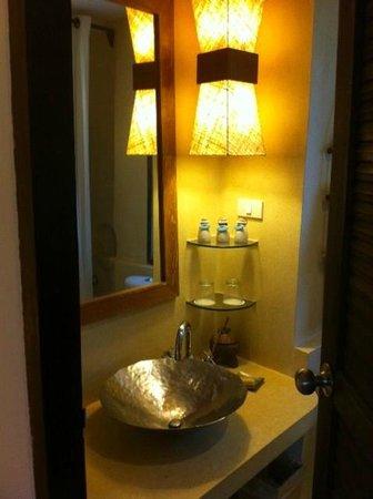 Aana Resort & Spa: bathroom