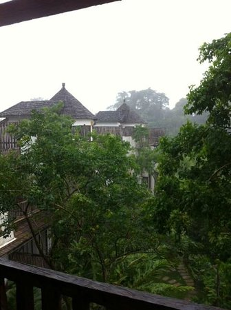Aana Resort & Spa: raining season
