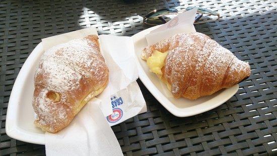 La Perla Bar Gelateria : Croissant