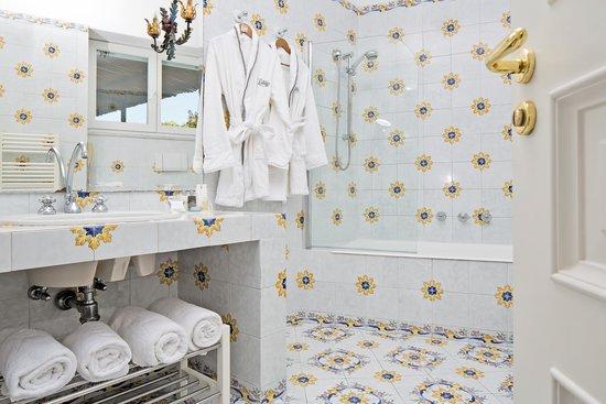 Hotel Canasta: BATH
