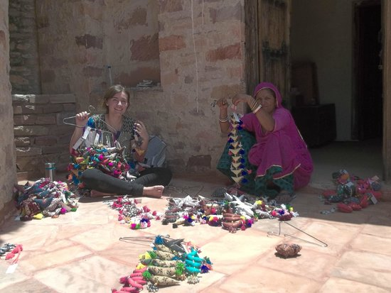 Chandelao Garh : Working with the Arts and Crafts Center