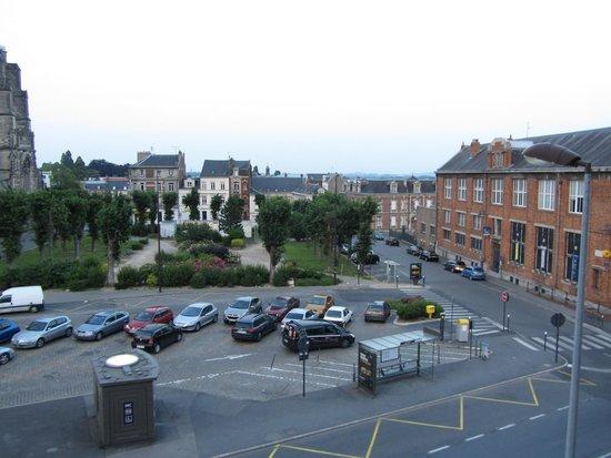 Ibis Saint Quentin Basilique : Vis-a-vis