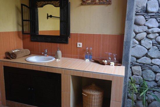 Taruna Homestay: Bathroom 2