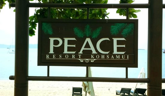 Peace Resort: ป้ายโรงแรมบริเวณด้านติดชายหาด