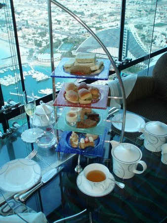 Skyview Bar : ..afternoon tea...