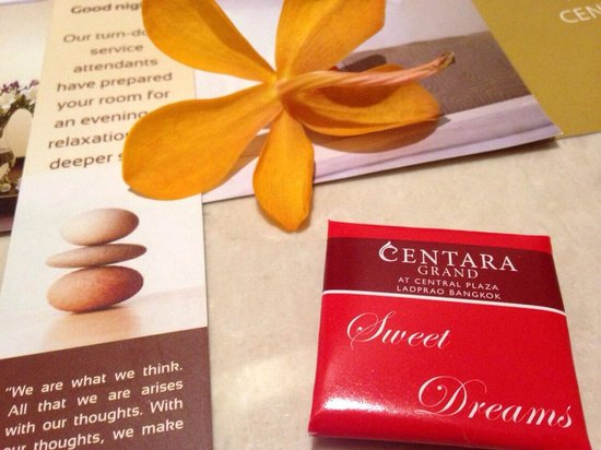 Centara Grand at Central Plaza Ladprao Bangkok : Turn Down service with Thai orchid