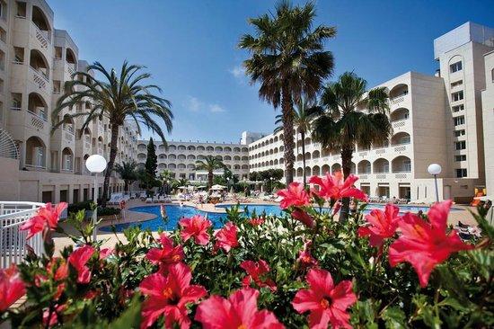 Hotel Riu Costa Lago: Hotel view