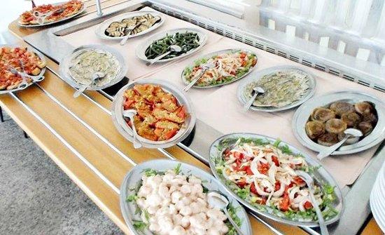 Franca hotel: buffet di caldi con ottima varietà