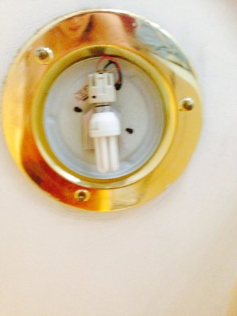 Regency Court Hotel: Exposed wiring and light fitting