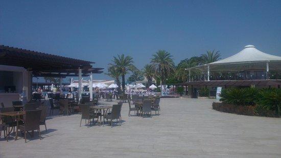 SENTIDO Zeynep Resort : Snack bar and pool area