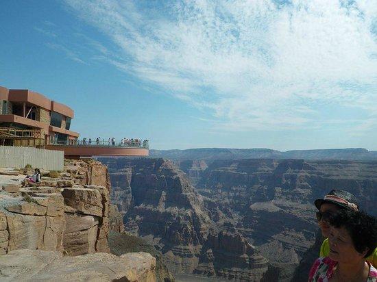 Hualapai Reservation, AZ : SkyWalk i Grand Canyon. Gulvet er lavet ud af glas.