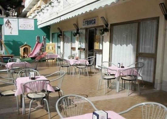 Franca hotel : esterno con area giochi bimbi