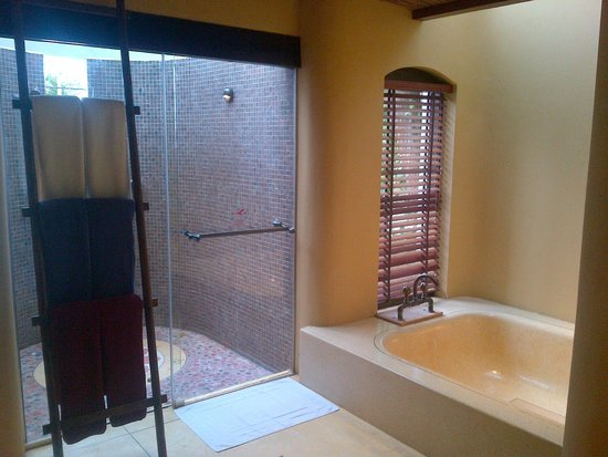 Paradee Resort & Spa Hotel: Warmness Bathroom