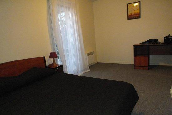Univea Suites Confort Nantes Beaujoire : habitación