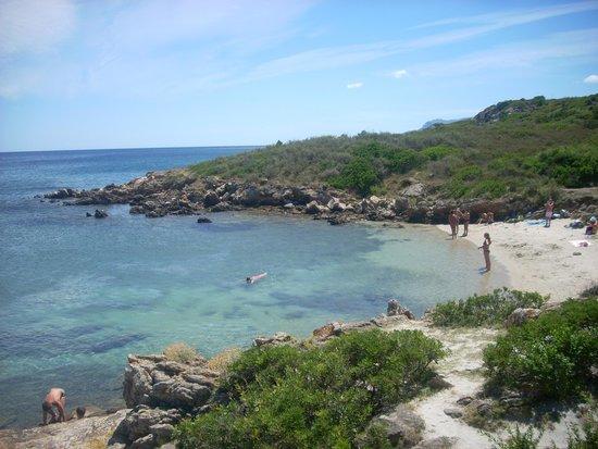 Club Hotel Baia Aranzos : spiaggia attrezzata
