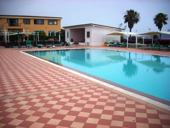 Club Hotel Baia Aranzos : piscina hotel