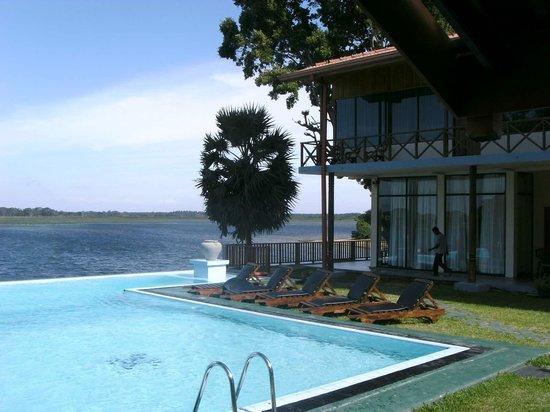 Taprospa Tissa : hotel facing to the lake