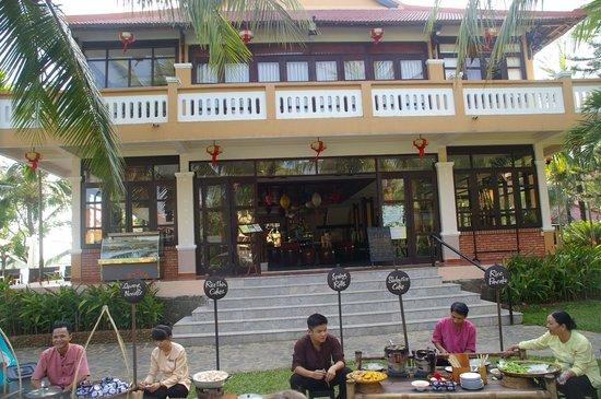 Vinh Hung Riverside Resort: Afternoon Food markey