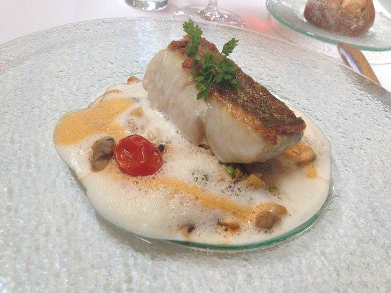 La Fontaine aux Perles: Filet de lieu jaune et Paella aux coquillages