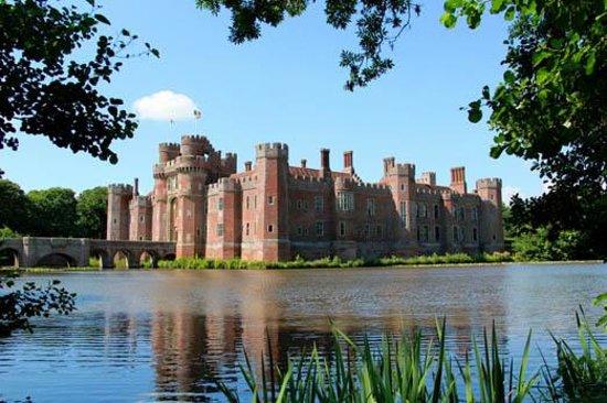 Hastings, UK: Herstmonceux Castle