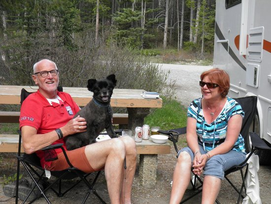 Lake Louise Campground: The neighbour's dog jumped on my lap