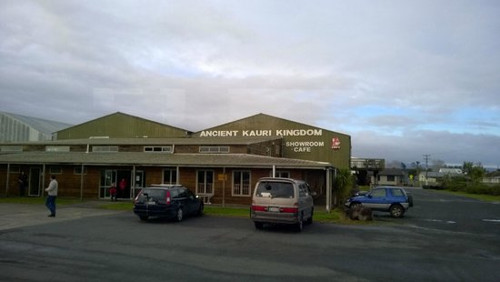 Ahipara Beachfront Accommodation : The nearby Ancient Kauri Kingdom, closing due to lack of power