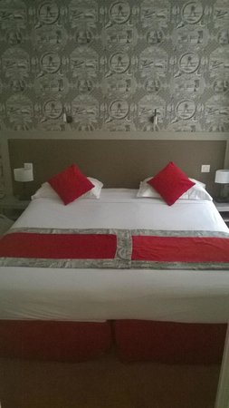 Hotel Residence Foch: Bedroom with invitingly comfortable large beds.