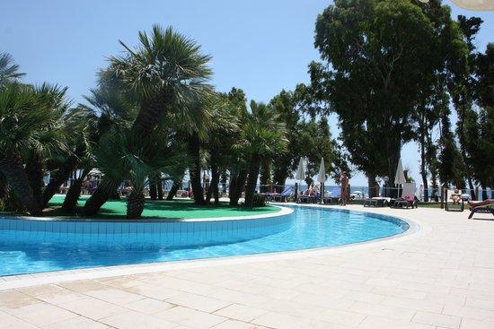 VOI Floriana Resort: Pool mit Meerblick