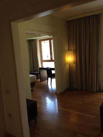 NH Collection Roma Giustiniano: Blick ins Zimmer vom Eingang