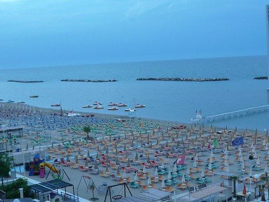 Hotel K2: spiaggia vista dal terrazzo hotel