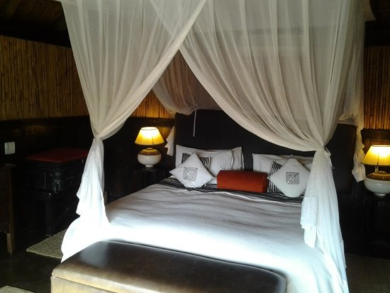 Amakhala Safari Lodge: Fresh linen and comfortable bed