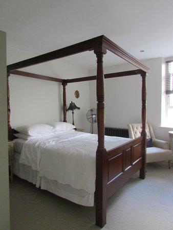 The Bridge House : Room 1