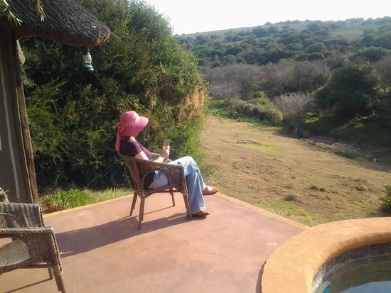 Amakhala Safari Lodge : Relaxing outside my room on the private patio