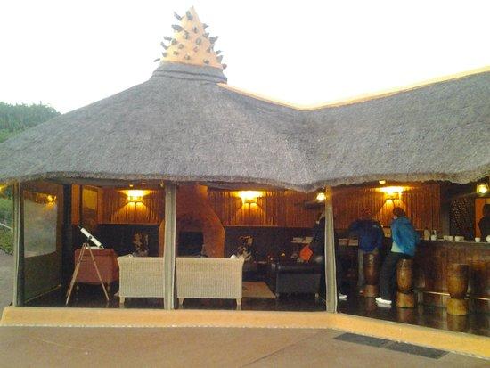 Amakhala Safari Lodge : Bar and meeting area before morning game drive.