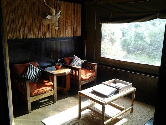 Amakhala Safari Lodge : Spacious rooms with lounge area.