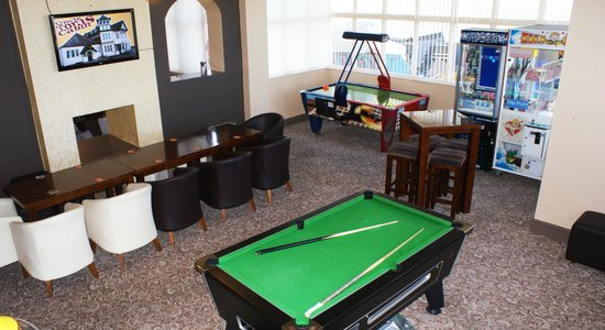 Uncle Tomu0027s Cabin: Games Room With Kids Pool Table, Airhocky, Stacker And  20p
