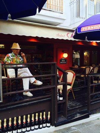 Bistrot Cafe de Paris in Kobe : Slow life at my best terrasse