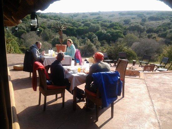 Amakhala Safari Lodge: Lunch outside on a warm winters day - stunning views!
