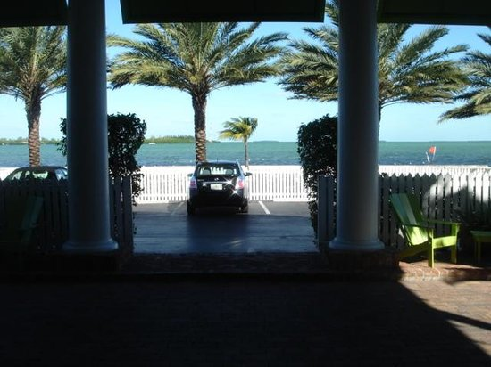 The Inn at Key West: View from the entrance, with the Sea a few metres away