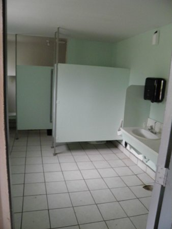 Clearwater Country Inn, Restaurant, and RV Park: Men: One shower and toilet