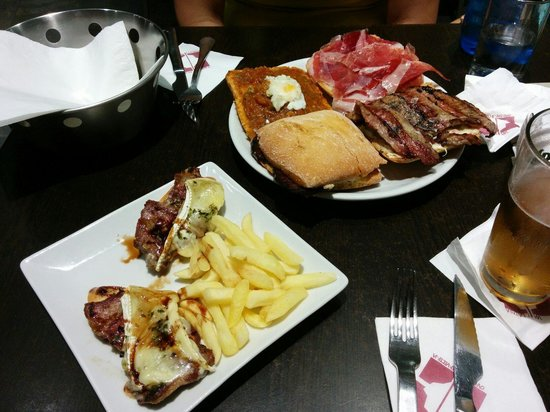 Via de la Tapa: Pisto extremeño, pluma ibérica con queso brie, jamón iberico