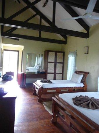 Namuka Bay Lagoon Resort: Spacious living area